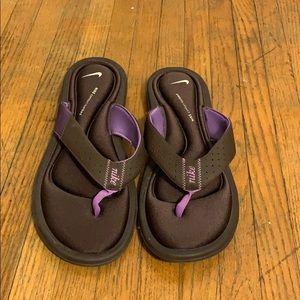Like new Nike flip flops